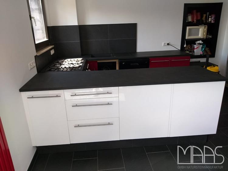 Küche in Aldenhoven mit Schiefer Arbeitsplatten Mustang Schiefer