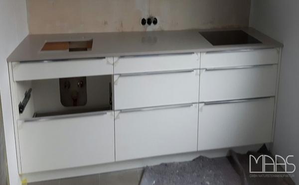 Aufmaß, Lieferung und Montage - Bielefeld Clamshell Caesarstone Arbeitsplatte, Waschtischplatte und Rückwand