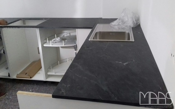 Hamburg IKEA Küche mit Iron Black Schiefer Arbeitsplatten