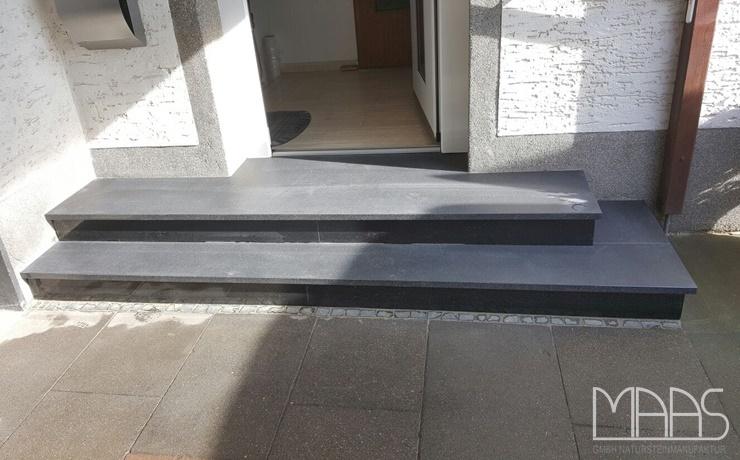 Köln Nero Devil Black Granit Treppen