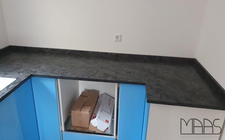 Mainz IKEA Küche mit Anden Phyllit Granit Arbeitsplatten und Wischleisten
