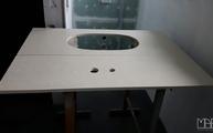 Waschtischplatte und Rückwand mit satinierter Oberfläche