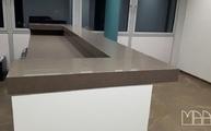 Kücheninsel mit einer Caesarstone Arbeitsplatte 4350 Mink