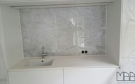 Montage der Marmor Bianco Carrara C Rückwand in Köln