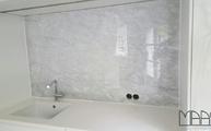 Marmor Rückwand Bianco Carrara C in Köln montiert