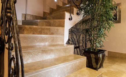 Treppen innen - Klassisches Design der Treppen innen